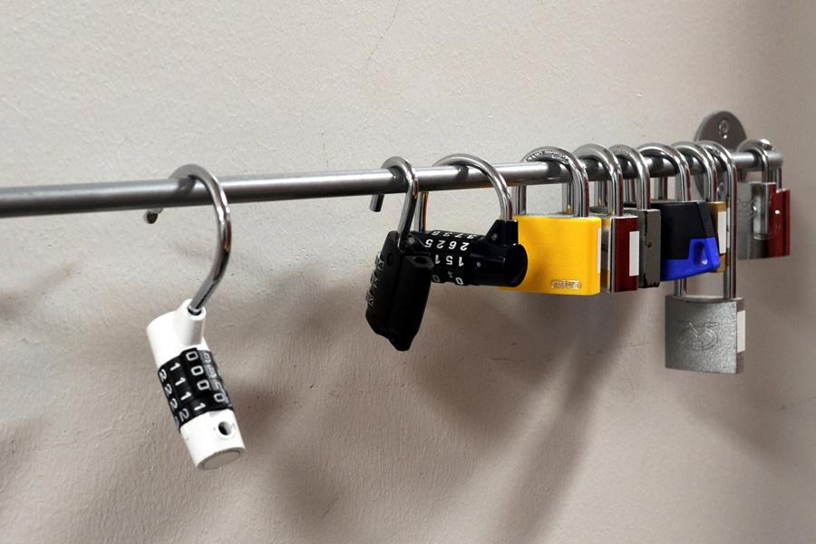 Talihallin lukittaviin kaappeihin tarvitset oman lukon.
